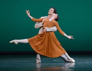 Paris Opera in Sylvia. Photo by Helmut Fohringer.
