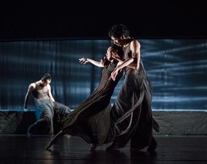 Members of Beijing Dance LDTX performing Sorrowful Song. Photographer: Wu Yi-Chun.